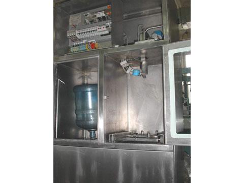 Автоматическая линия горячего розлива напитков в ПЭТ